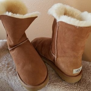 Authentic UGG Bailey boots...1 button